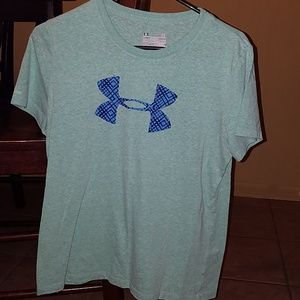Under Armour semi fitted tee, size large